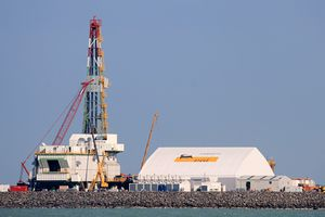 Giá dầu thế giới giảm tuần thứ 6 liên tiếp trước áp lực dư cung