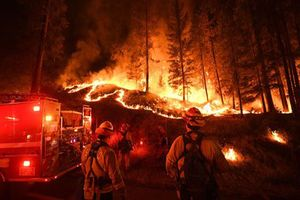 Thế giới trong tuần: Hơn 1.000 người mất tích trong thảm họa cháy rừng ở California