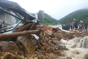 Ít nhất 9 người chết, 4 người mất tích do mưa lớn từ hoàn lưu bão số 8