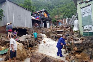 Lực lượng vũ trang tỉnh Khánh Hòa khẩn trương giúp dân khắc phục hậu quả mưa lũ
