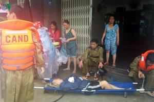 Lũ cuốn tại Khánh Hòa làm 7 người chết, Nha Trang ngập trong biển nước