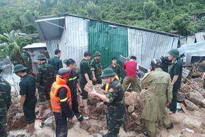 BĐBP tích cực giúp dân khắc phục thiệt hại lốc xoáy, sạt lở đất