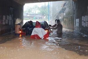 Khánh Hòa: Nhiều điểm sạt lở, sập nhà do mưa lũ, 12 người tử vong