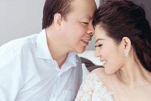 Nữ ca sĩ xinh đẹp làm đám cưới với Thứ trưởng Bộ Tài chính ở Vinh