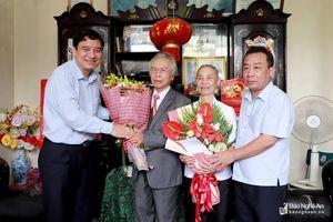 Bí thư Tỉnh ủy thăm, tặng quà 2 Nhà giáo ưu tú nhân ngày Nhà giáo Việt Nam