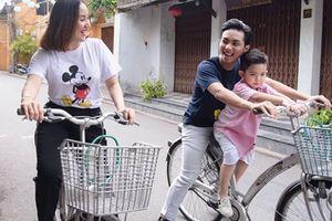 Phan Hiển 'á khẩu' khi bị săm soi lúc đi mua sắm với Khánh Thi