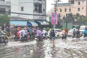 Mưa lớn gây ngập úng, sạt lở cục bộ ở Khánh Hòa