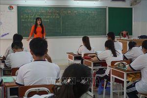 Chuyện về những thầy, cô giáo trẻ tình nguyện ra đảo 'đưa đò'