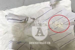 Kẻ nghiện sa lưới khi mang 5 gói heroin đi… dự sinh nhật cháu của bạn