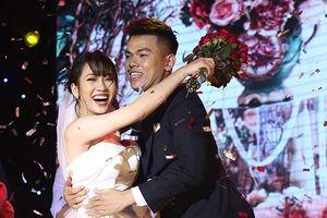 Nữ sinh Xây dựng làm 'đám cưới' trên sân khấu Hoa khôi
