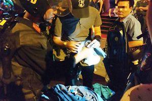 Đột kích 2 quán bar bậc nhất Sài Gòn, phát hiện 100 dân chơi phê ma túy nhảy múa điên cuồng