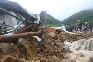 Nha Trang chịu ảnh hưởng của mưa bão : Ít nhất 12 người chết