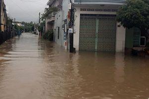 Khánh Hòa: Mưa lớn gây ngập sâu ảnh hưởng đến sinh hoạt và giao thông