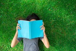 Tốc độ đọc chữ chậm do khô mắt gây ra?