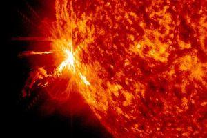 Chiêm ngưỡng những hình ảnh kỳ thú về hiện tượng bão Mặt trời