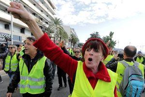Biểu tình ở Pháp phản đối tăng giá nhiên liệu: Bạo lực và thương vong