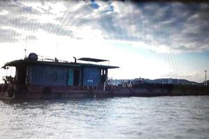 Bắt tàu vận chuyển 500 tấn than không rõ nguồn gốc ở vịnh Hạ Long