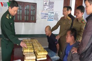 Bắt 2 đối tượng, thu 210.000 viên ma túy tổng hợp