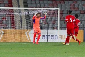 Thủ môn Jordan lập siêu phẩm khó tin từ vòng cấm đội nhà