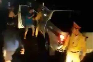 Xôn xao clip CSGT đánh người vi phạm giao thông ở Bình Định: Lãnh đạo trạm nói gì?