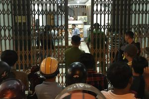 Nam thanh niên bịt mặt, cầm búa xông vào cướp tiệm vàng táo tợn ở Quảng Nam