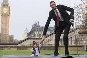 Bạn biết gì về đời sống của người đàn ông cao nhất thế giới?