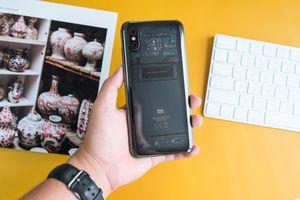Chi tiết Xiaomi Mi 8 Pro vừa về VN - mặt lưng lạ, giá cao