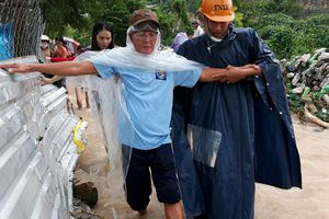 Người dân Khánh Hòa gượng dậy khắc phục trận lũ lụt, lở đất lịch sử