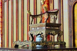 Ngai của vua chúa ngày xưa có làm bằng vàng thật?