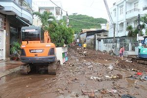 Vì sao Nha Trang bị thiệt hại lớn do mưa lũ?