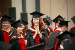 Á hậu Thụy Vân xuất sắc nhận bằng thạc sĩ MBA