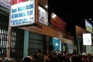 NÓNG: Táo tợn dùng búa xông vào cướp tiệm vàng