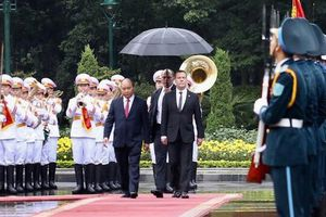Cận cảnh lễ đón Thủ tướng Nga Dmitry Medvedev tại Phủ Chủ tịch