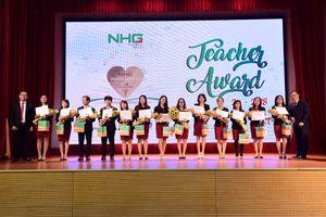 Tập đoàn giáo dục Nguyễn Hoàng tặng huy hiệu 'Tim vàng' cho giáo viên, bảo mẫu