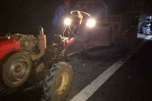 Va xe công nông, 4 người trong một nhà gặp nạn