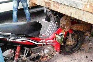Bố và con gái 4 tuổi tử nạn thương tâm sau đuôi xe máy cày