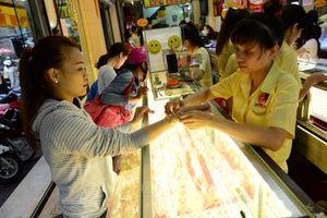 Giá vàng hôm nay 19/11: Lo thị trường bất ổn, USD rớt giá, vàng vượt xa ngưỡng nhạy cảm 1.200 USD