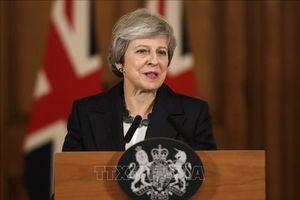 Bị phản đối từ chính nội bộ, Thủ tướng Anh vẫn cứng rắn duy trì dự thảo thỏa thuận Brexit