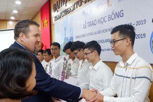 20 sinh viên được nhận học bổng Năng lượng tương lai