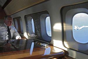 Tổng thống Putin làm gì trong các chuyến bay dài?