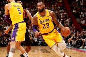 LeBron James bật chế độ 'hủy diệt', ghi 51 điểm trong ngày trở về Miami Heat