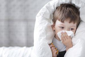Những lưu ý khi điều trị cảm ở trẻ em, bố mẹ nào cũng phải nằm lòng