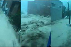 Clip : Nước lũ chảy như 'sóng thần' tại Nha Trang