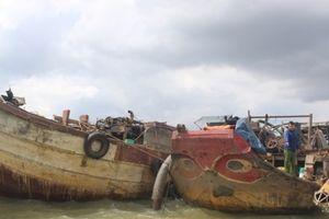 Cảnh sát nổ súng vây bắt 5 đối tượng hút cát trên sông Đồng Nai