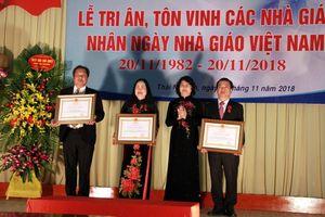 Trao tặng Huân chương Lao động cho cán bộ Đại học Thái Nguyên