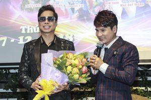 Ngọc Sơn hoãn chạy show để đến chúc mừng học trò Lương Gia Huy