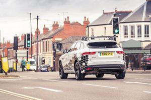 Xe Jaguar Land Rover có thể nhận diện đèn tín hiệu xanh