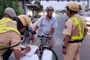 TP.HCM chính thức phạt 150.000 đồng với xe đạp 'cướp' làn ô tô