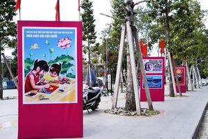 Khai mạc Triển lãm tranh cổ động tấm lớn tuyên truyền về Môi trường Văn hóa, Thể thao và Du lịch
