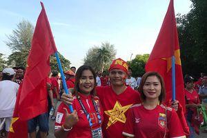 CĐV Việt Nam - Myanmar tình thương mến thương